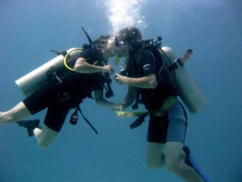 Couple earn their Dive Master Certification