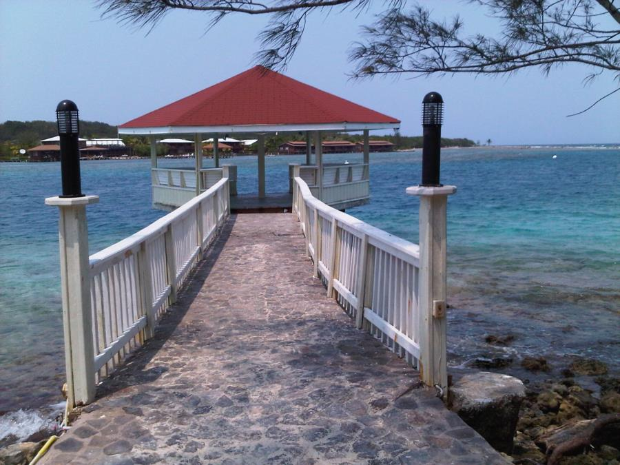 Roatan - Gazebo off Paradise Island