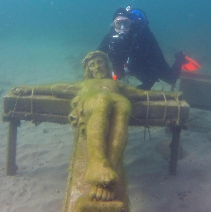 Eric Rohloff diving the underwater crucifix