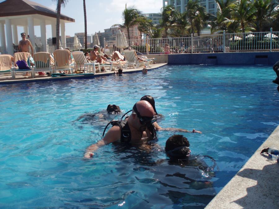 SCUBA intro in pool