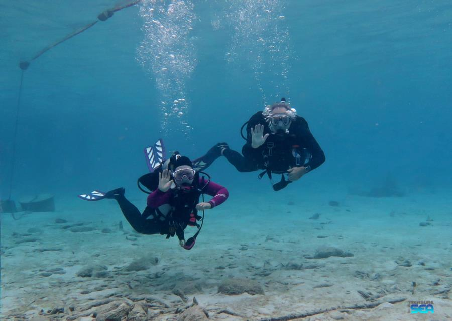 Mike & Jane doing their check out dive in Bonaire