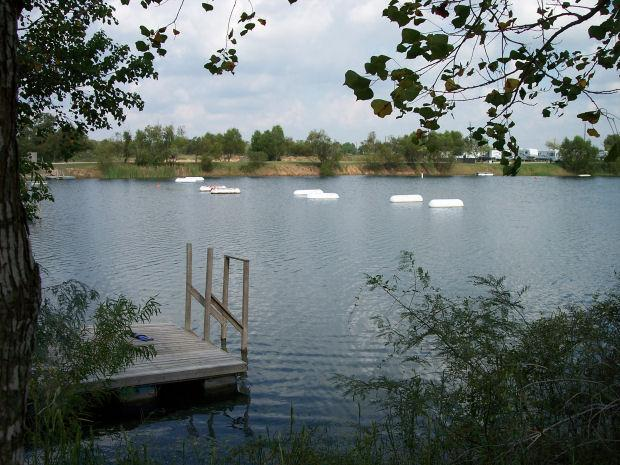Twin Lakes Scuba Park - Dock and buoys supporting underwater platforms.