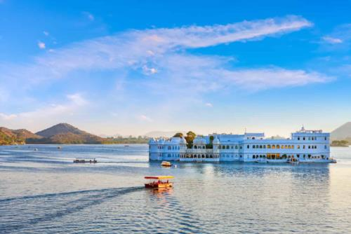 Diving sites to visit in Rajasthan with Comfortable Sedan Cars