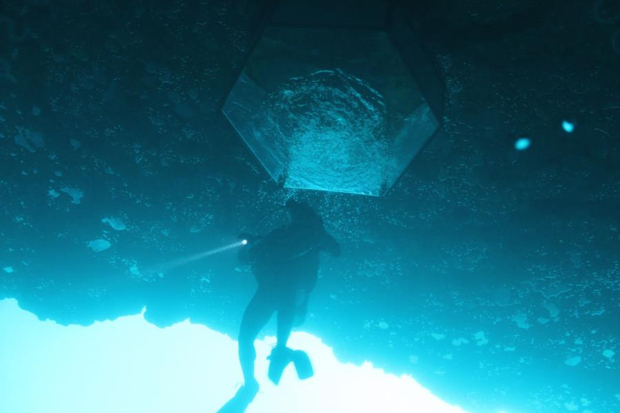 Blue Grotto Dive Resort - Diving bell