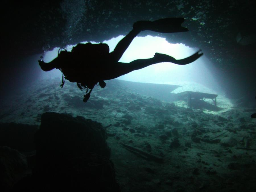 Blue Grotto Dive Resort - Working our way to topside