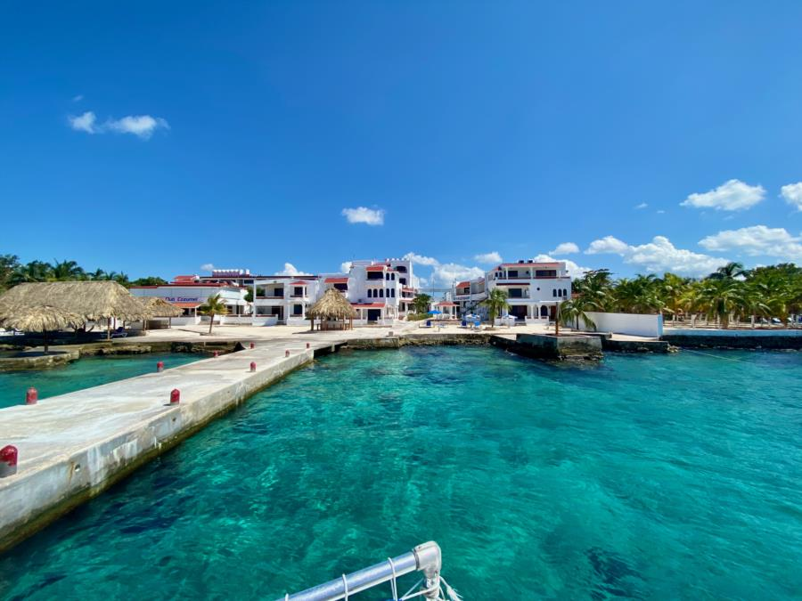 Scuba Club Cozumel - Boat Dock and House Reef