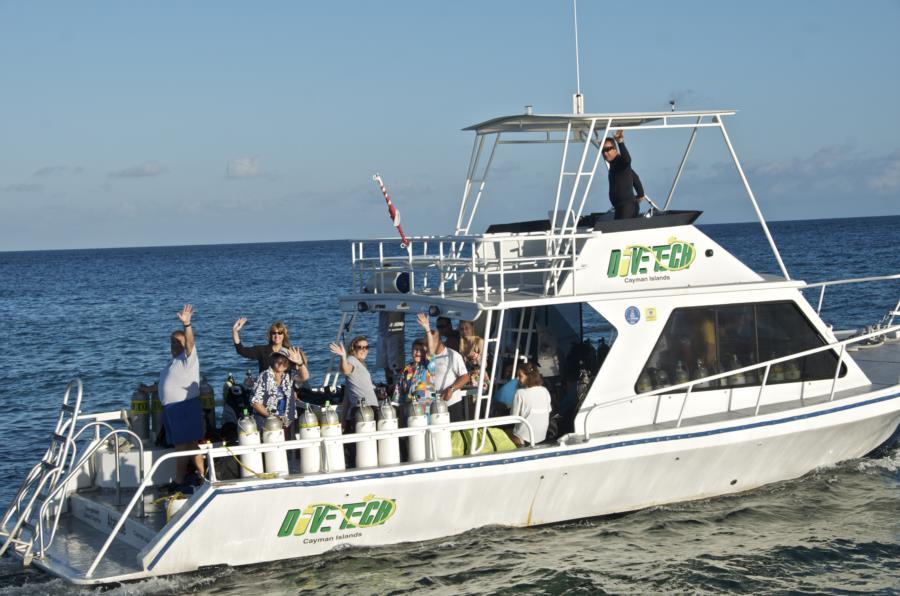 Lighthouse Point - Divetech Boat dives Grand Cayman