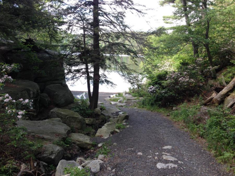 Lake Minnewaska - Lake Minnewaska Trail to Diver's Cove