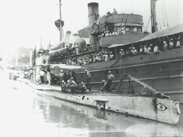 UB-88 WWI German sub - UB-88 transiting the Panama Canal