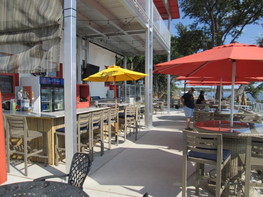 Possum Kingdom Lake - Lush Resort - Bar/upper deck