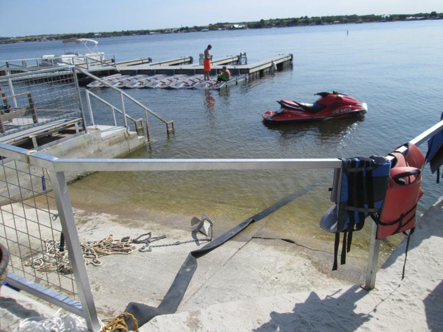 Possum Kingdom Lake - Lush Resort - Water entrance