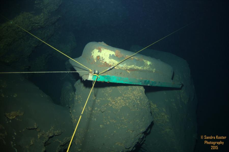 The Cave at Blue Grotto (aka: Blue Grotto Cave) - Guideline tub anchor