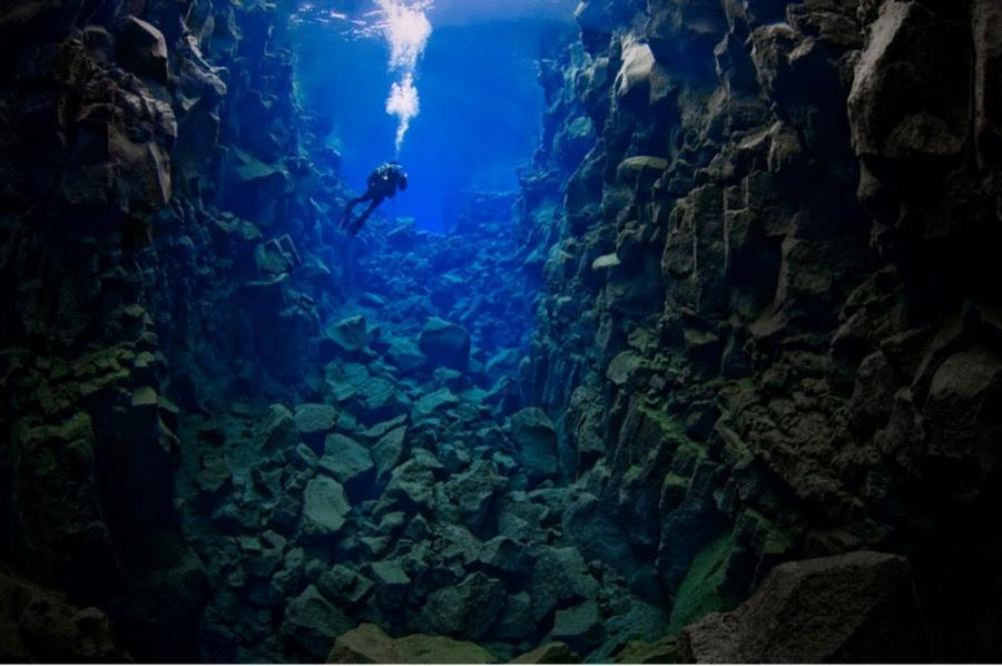 Scuba diving in fissures, Silfra Iceland