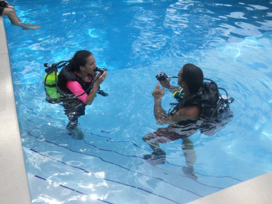 My Daughter Carina Pool Training w Mike Thompson of Scuba DreamInn