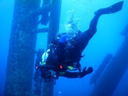 Descending under oil rig Eureka