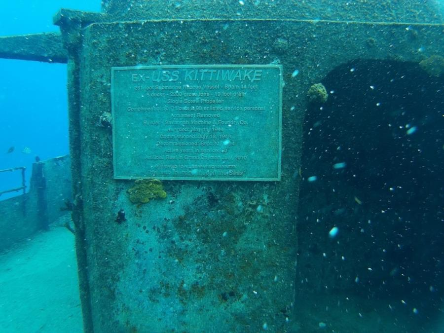 Plaque on Kittywake Grand Cayman