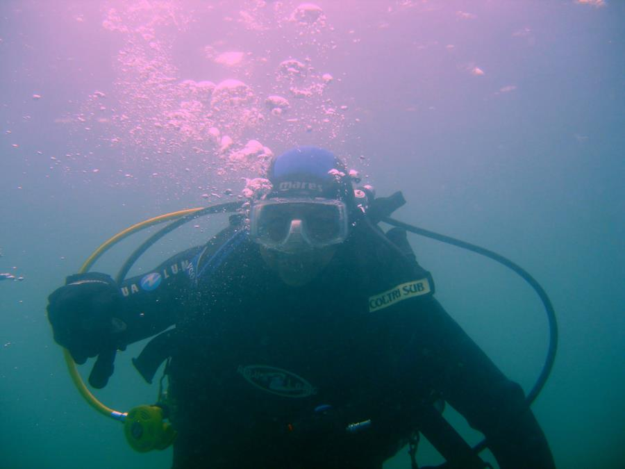 Me cold water diving