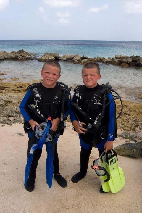 Twins in Bonaire