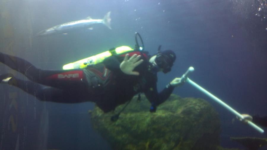 Denver Aquarium - Descending with guide while holding a pole