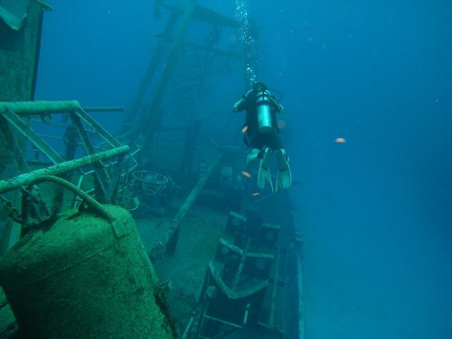 Kittiwake - Heading toward the stern
