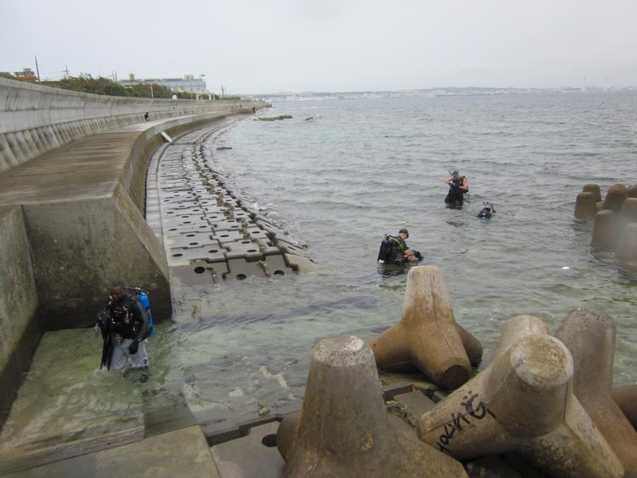 Sunabe Sea Wall aka Sunabe Seawall - Typical dive entry/exit sites along the sea wall