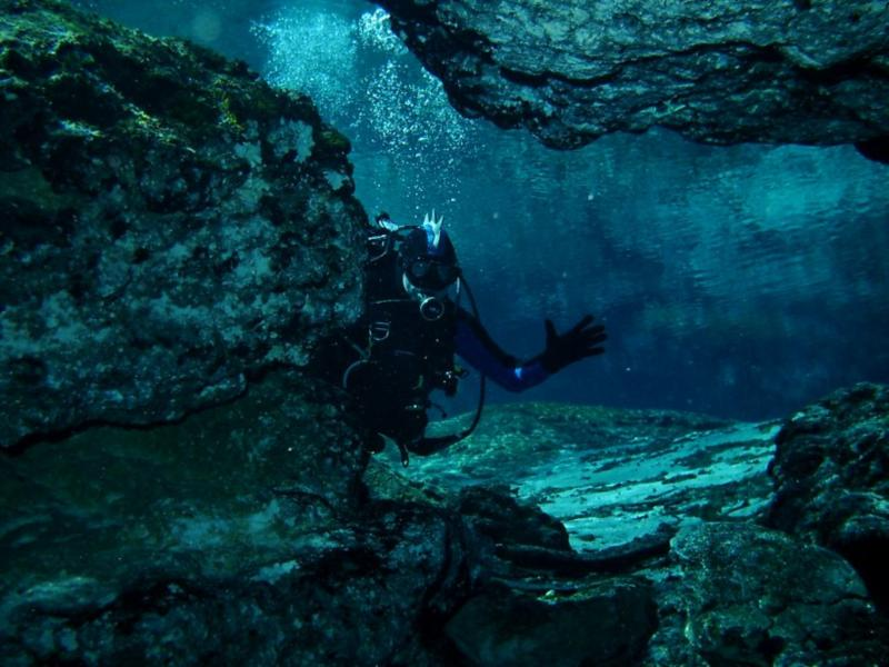Ginnie Springs - Entering the Ginnie Cavern