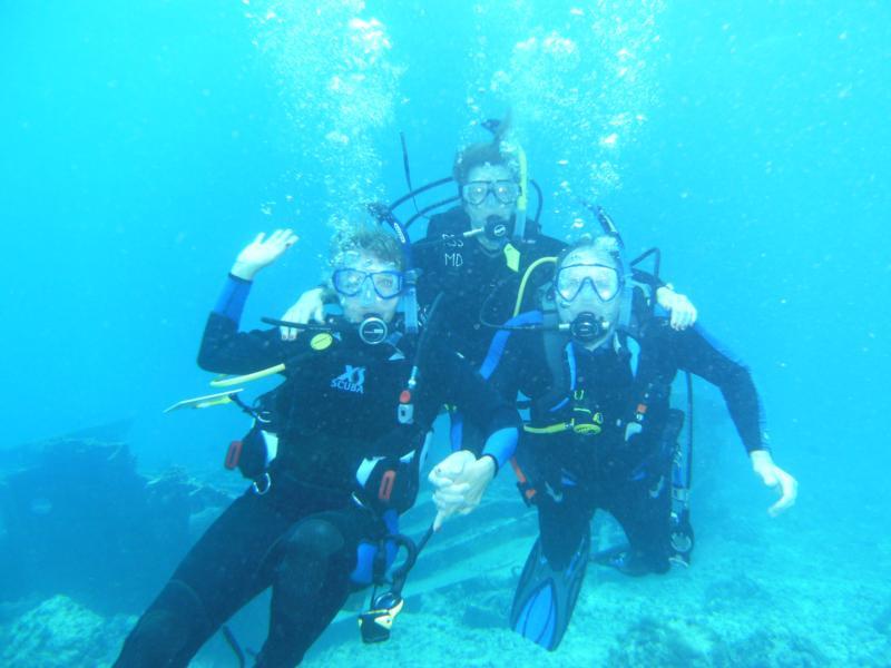 My sisters and me Aruba 4/10