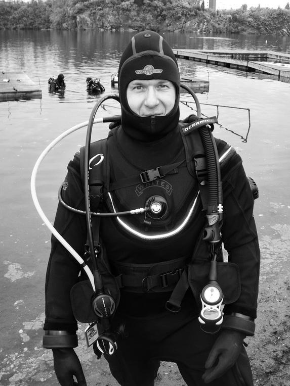 AOW_dude in White's Fusion drysuit