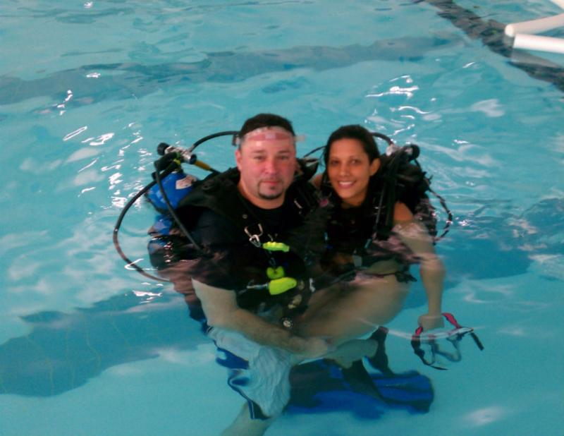 Wife tries out scuba at the pool