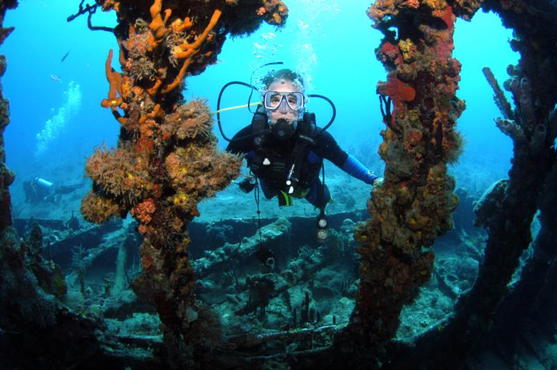 Diving wreck of Rhone BVI