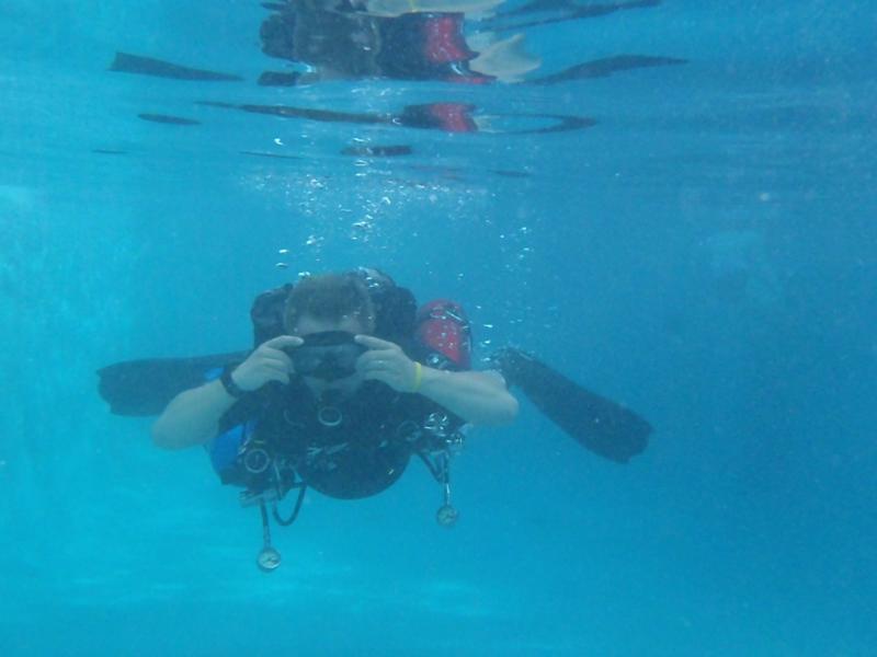 Me Sidemount in Pool1