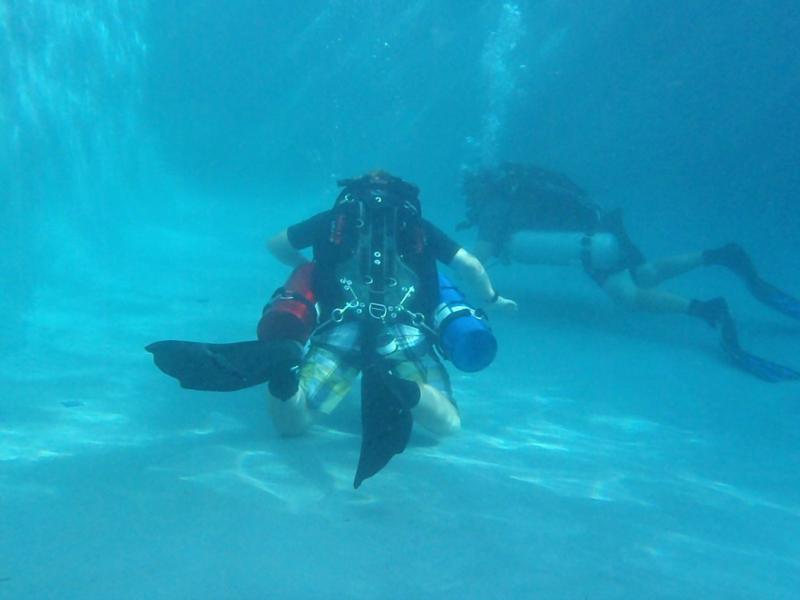 Me Sidemount in Pool3
