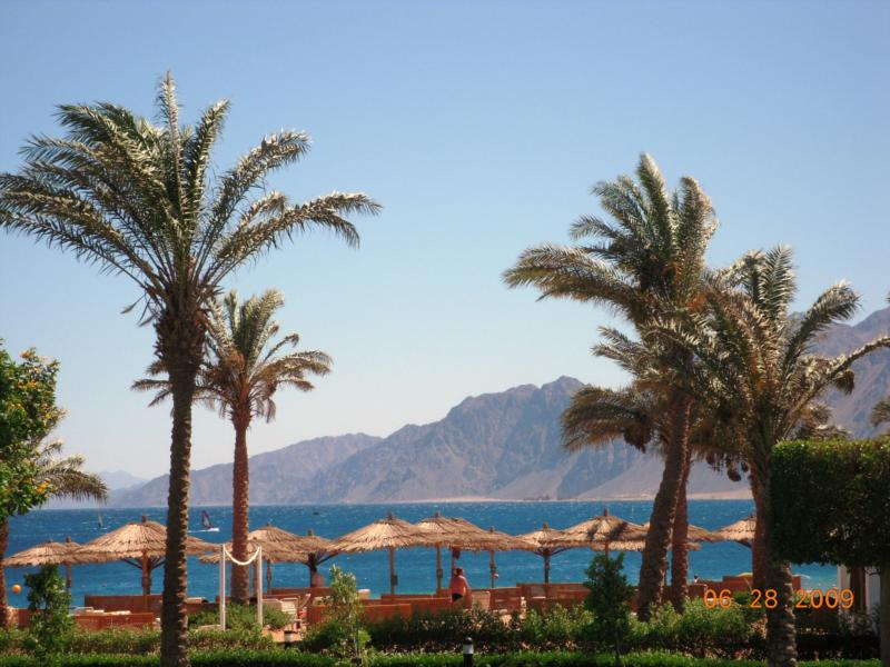 The bay from resort grounds w/ the Sinai mountains in the background