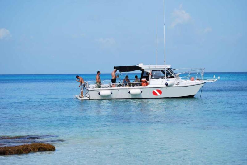SCUBA's west shore dive boat Scuba Dos