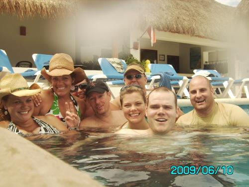 Our Group - Becky, Carrie, Leah, Dennis, Alicia, Chris, Bill and Greg - Cozumel 2009