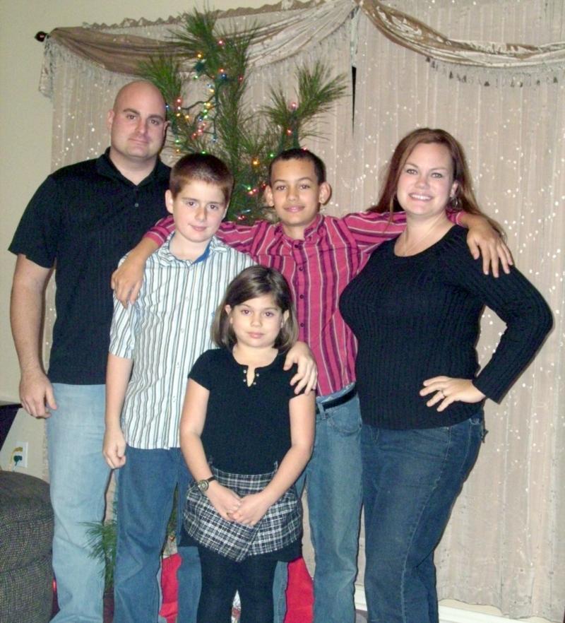 2009 Davis Family Christmas Photo with Charlie Brown Tree