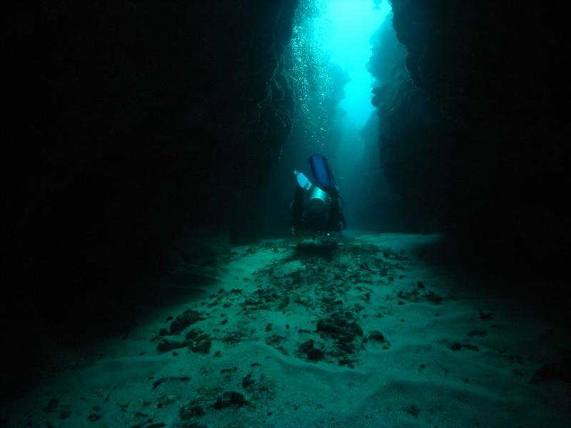 Diving through the crevices in Belize.  Dec 2009