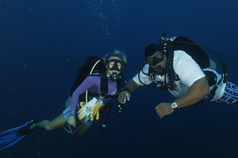 Capt Sharon & Nesher - Little Cayman - Sep 2010