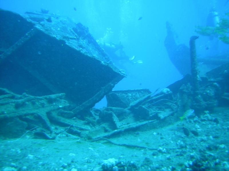 Some sunken boat in Hawaii, 80 foot dive