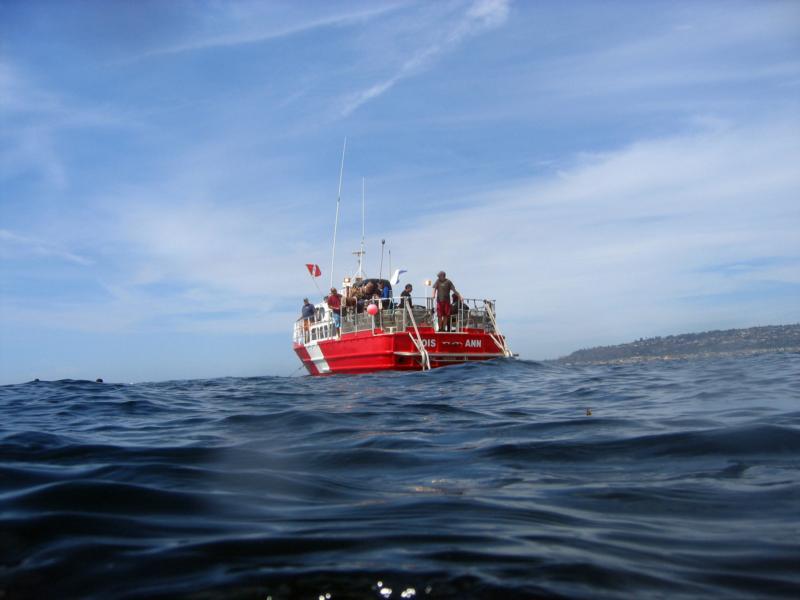 "08/29/2009 - ""Lois Ann"" dive boat above the H.M.C.S. Yukon Wreck"