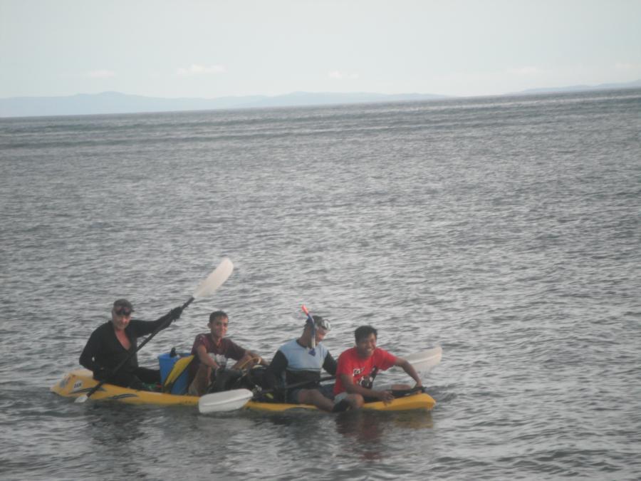 2 divers & gear/2 fishermen/1 kayak